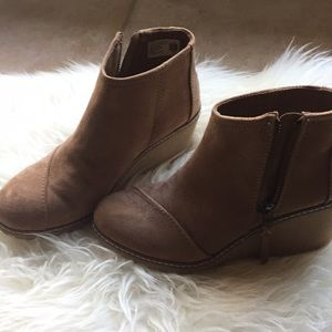 Tom's Suede Camel Wedges